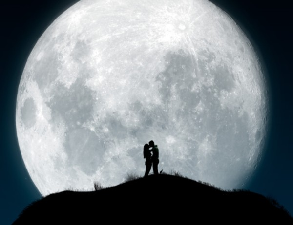 La Luna dà spettacolo in arrivo la Blue Moon il 3 dicembre