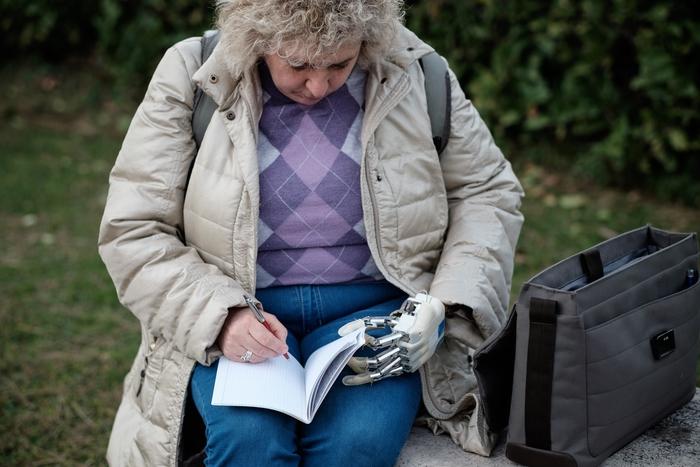 Mano bionica: l'elettronica realizzata da Università Cagliari