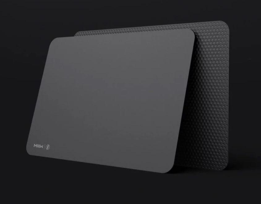 Xiaomi ha lanciato il mi smart mouse pad con ricarica wireless e led