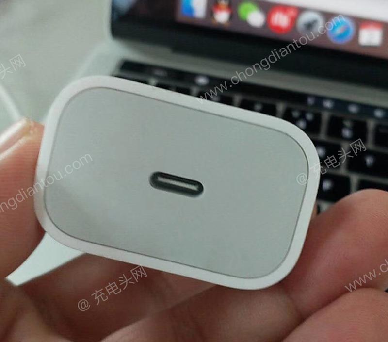 Il nuovo caricabatteria da 18W USB Type-C degli iPhone 2018 si mostra in foto 1