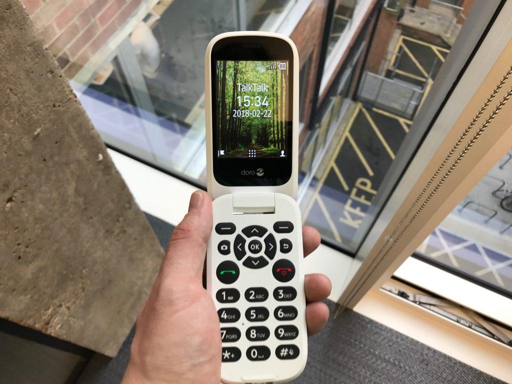 Stanchi dei soliti smartphone? Provate il nuovo Doro 7060 con KaiOS e social pre-installati 2
