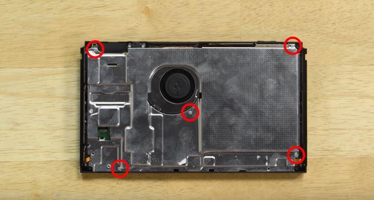 Come sostituire la batteria di Nintendo Switch (foto e video) 5