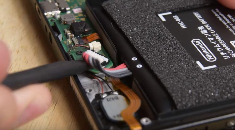 Come sostituire la batteria di Nintendo Switch (foto e video) 6