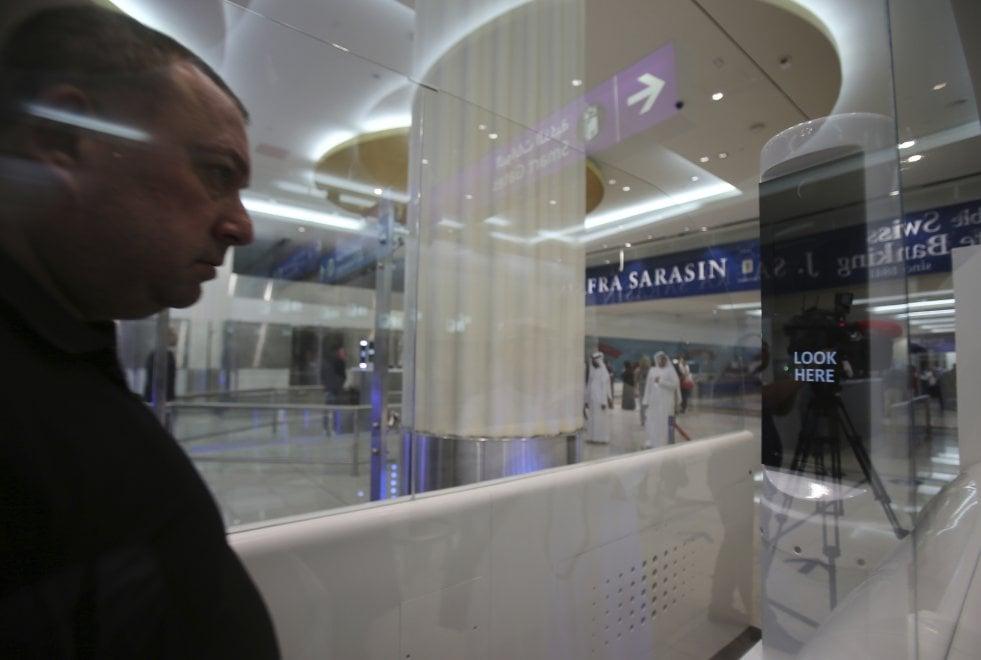 All'aeroporto di Dubai il controllo passaporti avviene col riconoscimento dell'iride 2