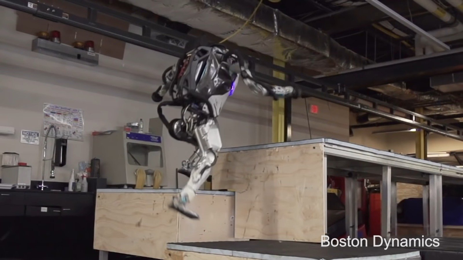 Atlas Boston Dynamics robot Parkour