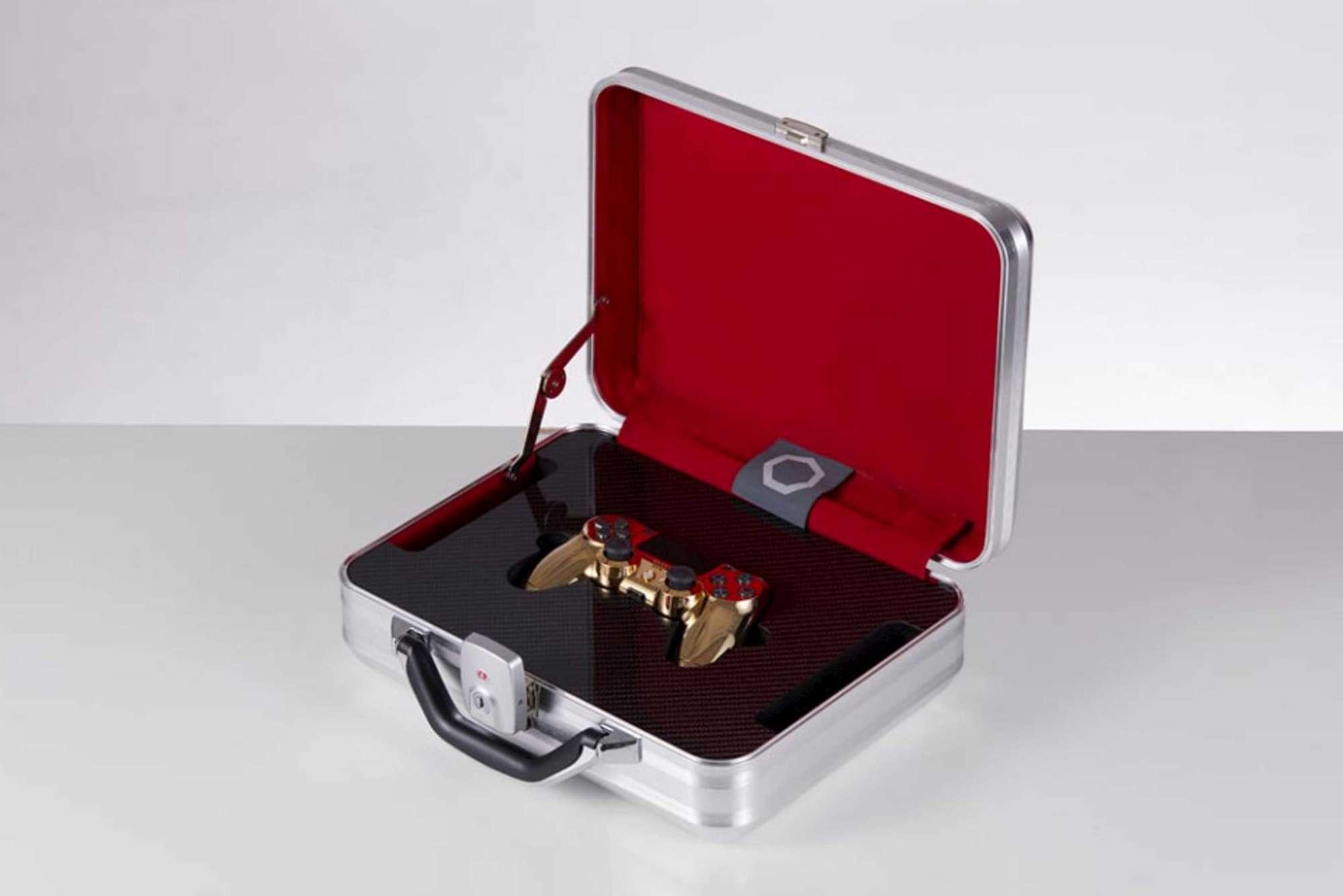 La PlayStation 4 si arricchisce di uno speciale DualShock 4 in oro da 12.000 euro 2