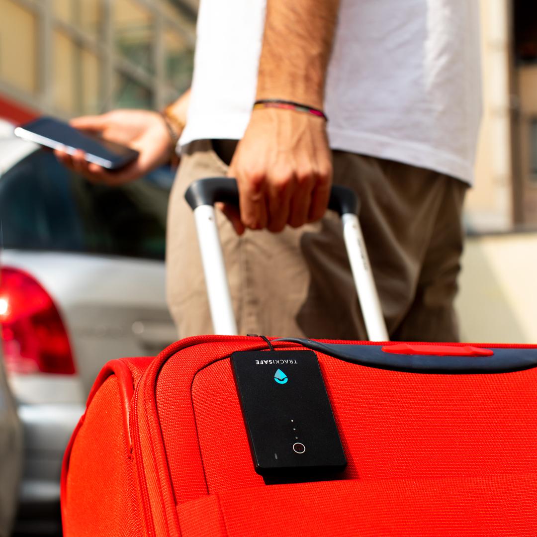 """Da V by Vodafone arriva il nuovo """"V-Bag Tracker"""" per mantenere al sicuro i bagagli 1"""