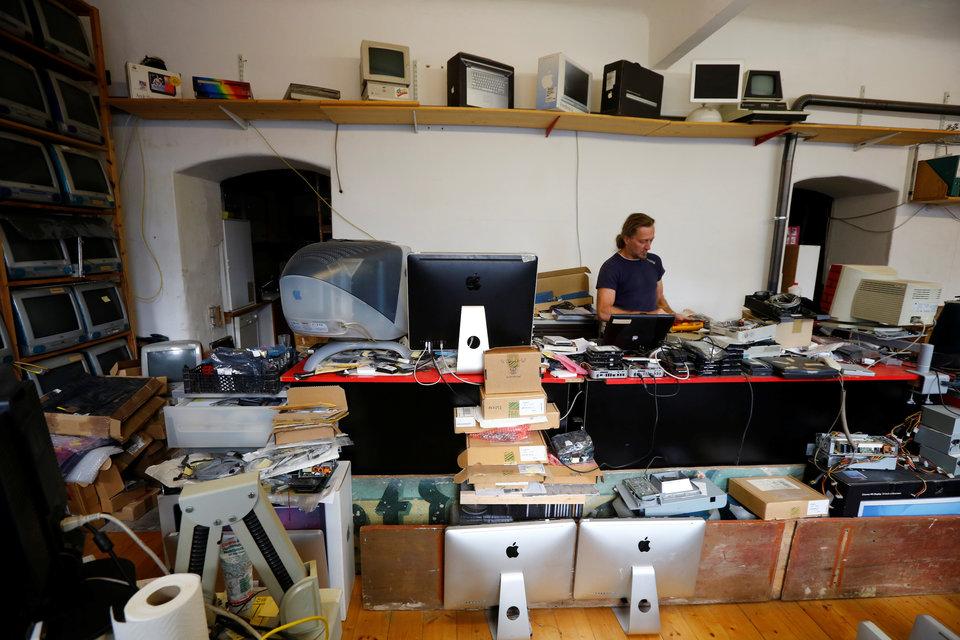 Ecco chi possiede la più grande collezione di computer Apple 1