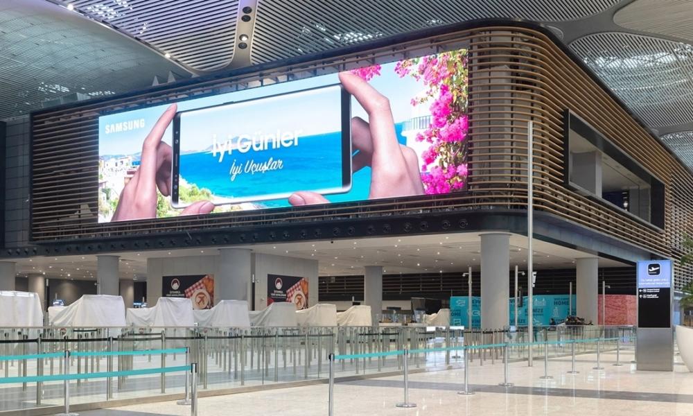 Samsung nuovo display LED all'aeroporto da 1000 metri quadri