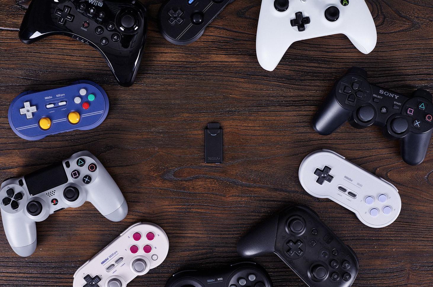 8BitDo sta per lanciare dei controller wireless in stile Sega Genesis 1