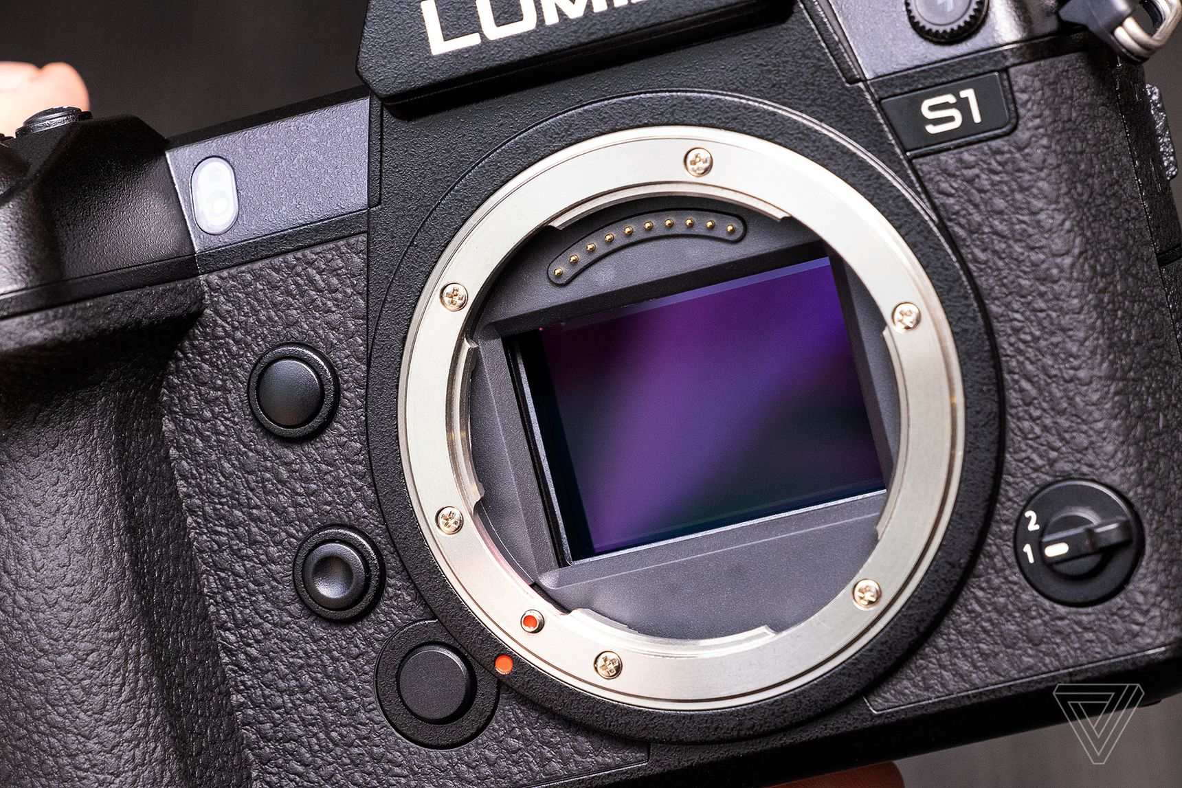 Panasonic lancia le mirrorless full frame Lumix S1 e S1R con sensori da 47,3 MP e 24,2 MP 1