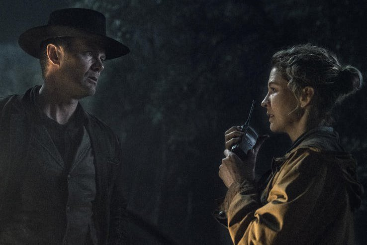 Fear The Walking Dead 5 nelle prime immagini ufficiali mostra il grande ritorno di Dwight 3