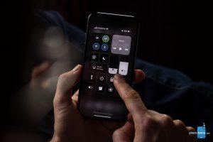 """Un nuovo render di iPhone XI ci mostra come potrebbe risultare la """"Dark Mode"""" in arrivo con iOS 13 2"""