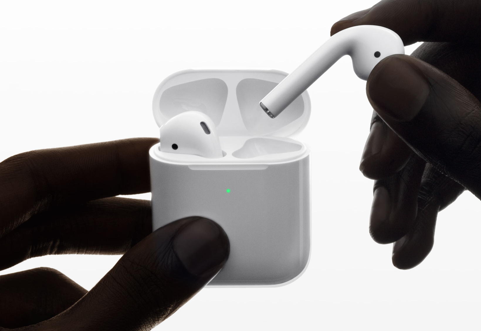 Apple annuncia le AirPods 2 con chip H1, Siri always-on e ricarica wireless 1