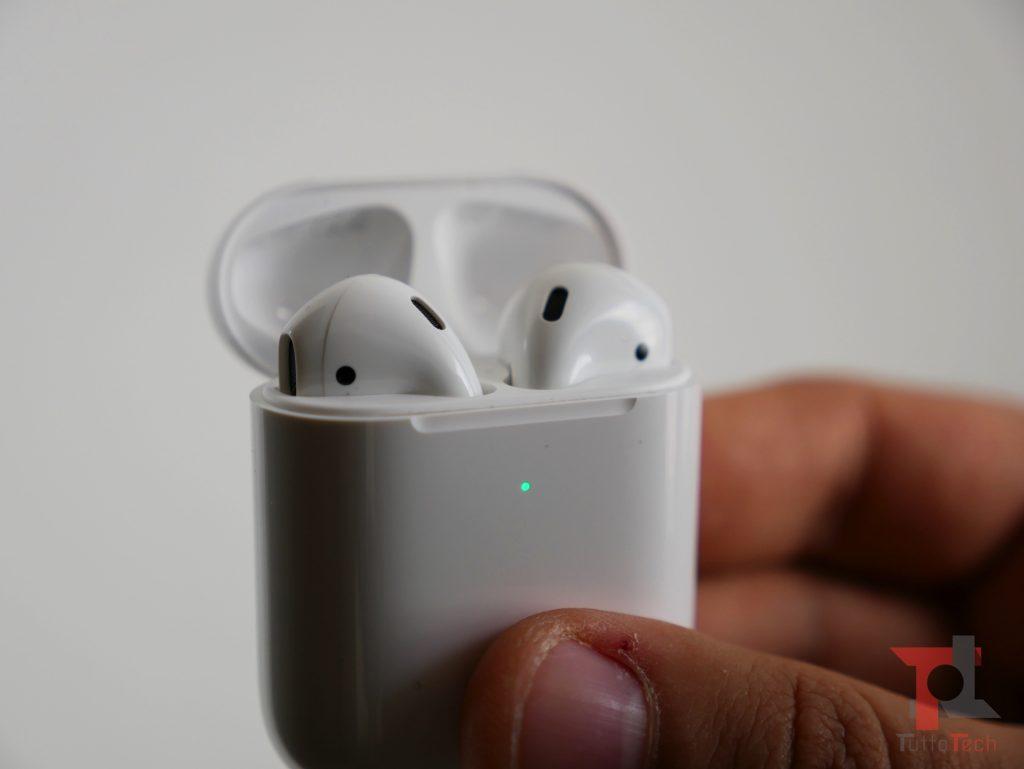 Recensione AirPods 2 (con ricarica wireless): Apple fa il compitino per rimanere al top 8