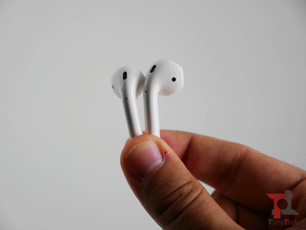 Recensione AirPods 2 (con ricarica wireless): Apple fa il compitino per rimanere al top 4