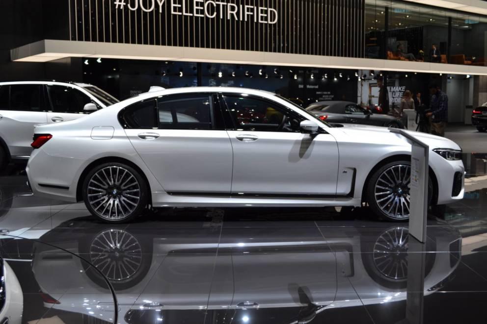 La nuova BMW serie 7 è disponibile anche con motori ibridi plug-in 2