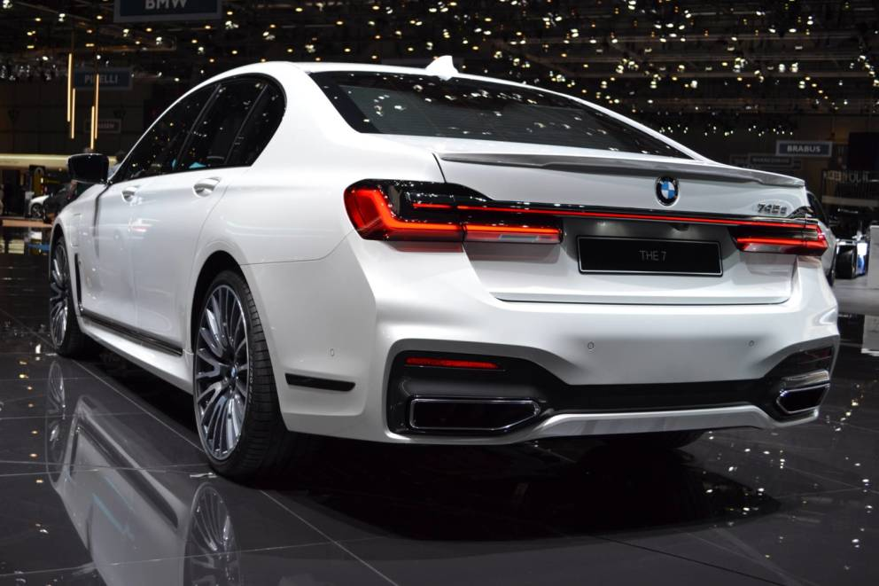 La nuova BMW serie 7 è disponibile anche con motori ibridi plug-in 1