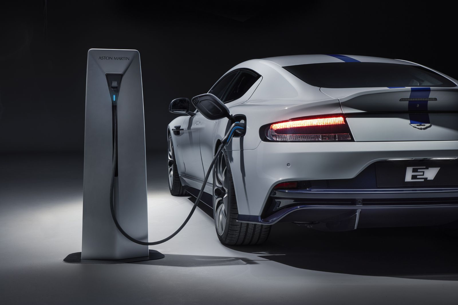 Aston Martin Rapide E è la prima auto elettrica del brand inglese 1