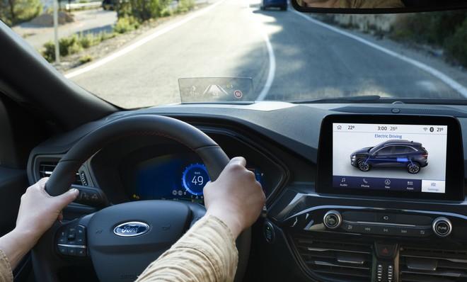Ford Kuga 2019 ufficiale, ora anche con motori ibridi plug-in 1