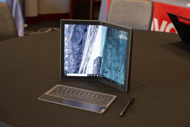Non solo smartphone: Lenovo mostra un prototipo funzionante di laptop con display flessibile 2