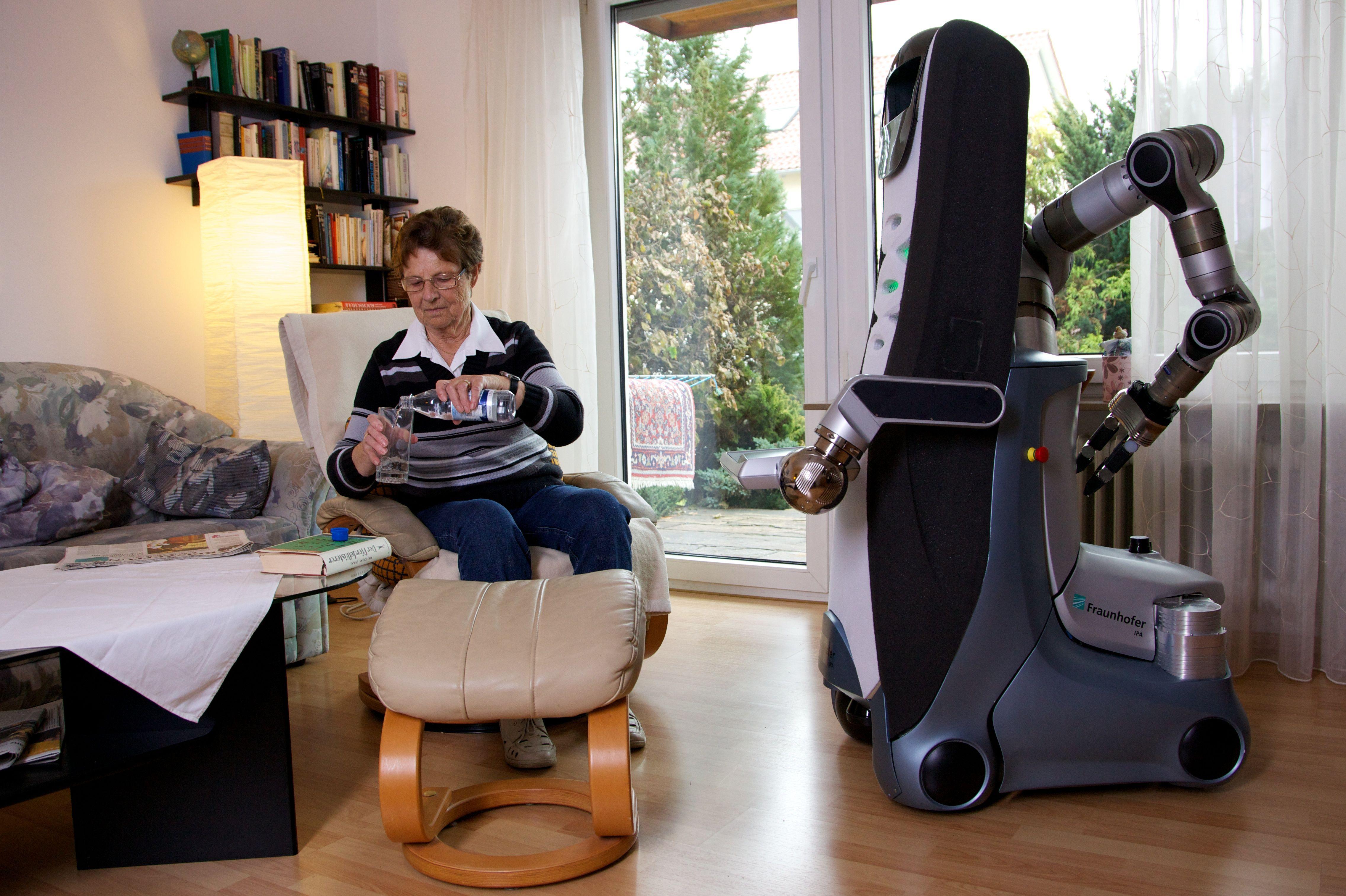Amazon al lavoro su un robot domestico e su uno smart speaker Echo di fascia alta 1