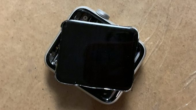 Apple Watch riparazione gratuita del display