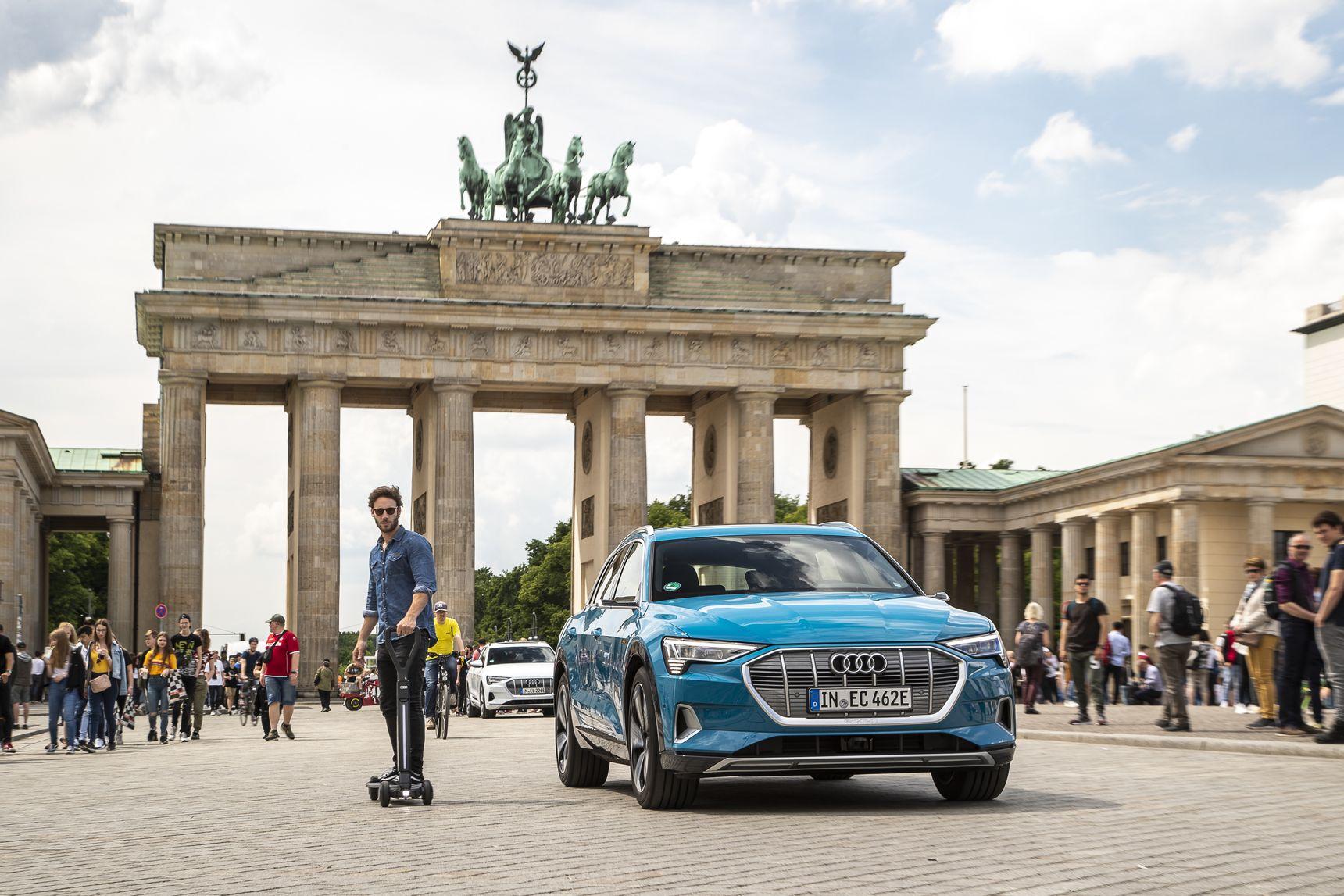 Audi e-tron non è un brand solo per le auto: ecco lo skateboard/monopattino elettrico del futuro 1