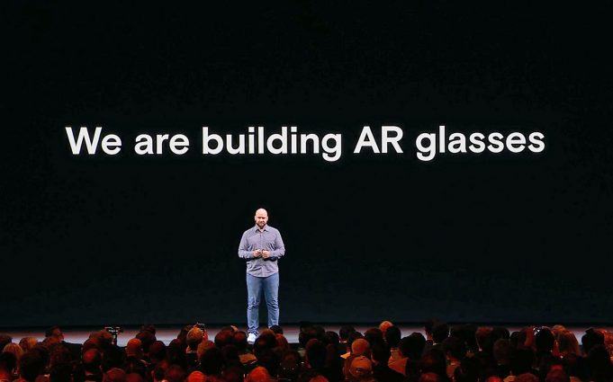 Facebook-LiveMaps-smart-glass-AR
