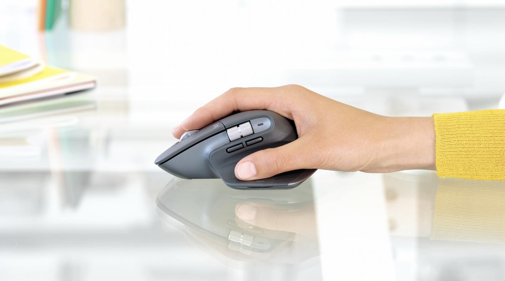 Con l'ergonomia in mente, ad IFA 2019 troviamo il mouse Logitech MX Master 3 e la tastiera Logitech MX Keys 1