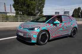 Volkswagen presenta ID.3, la prima auto elettrica dell'azienda 2