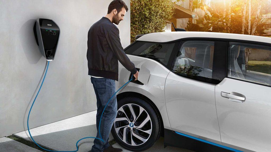 Quanto costa ricaricare un'auto elettrica da casa