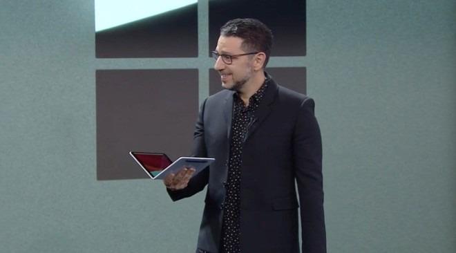 Uno schermo non basta? Ecco Microsoft Surface Neo con due display 2