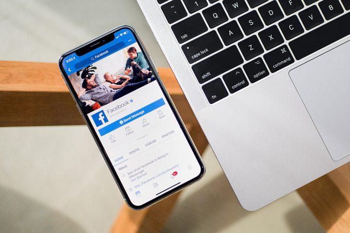 Facebook su iOS usa la camera in segreto mentre scrollate il feed
