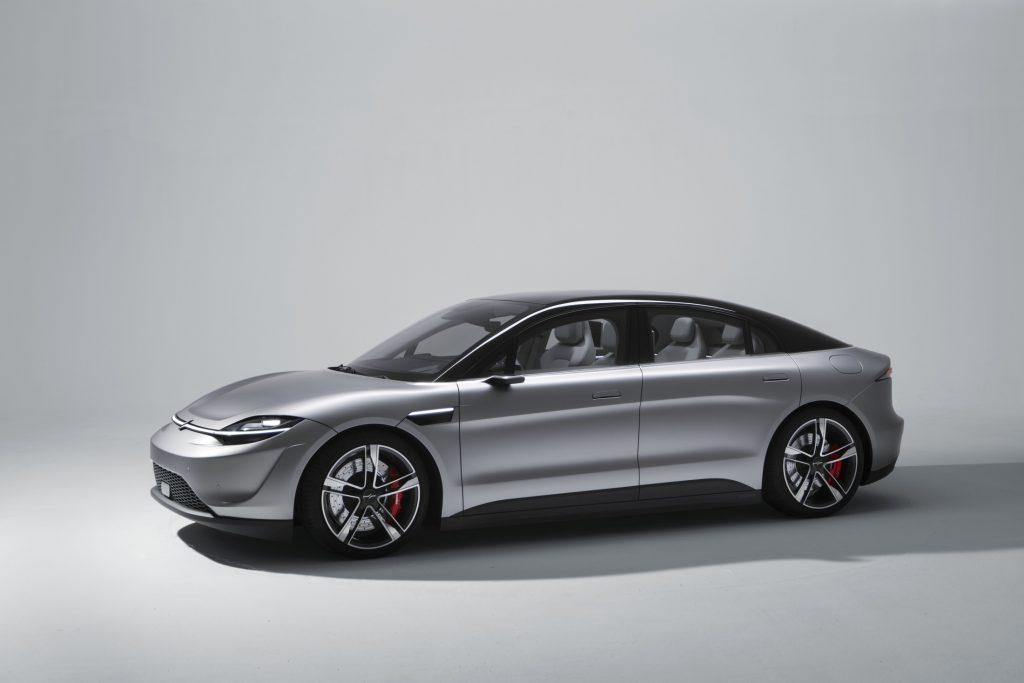 Sony sorprende al CES con il concept di un'auto elettrica dal nome Vision S 4