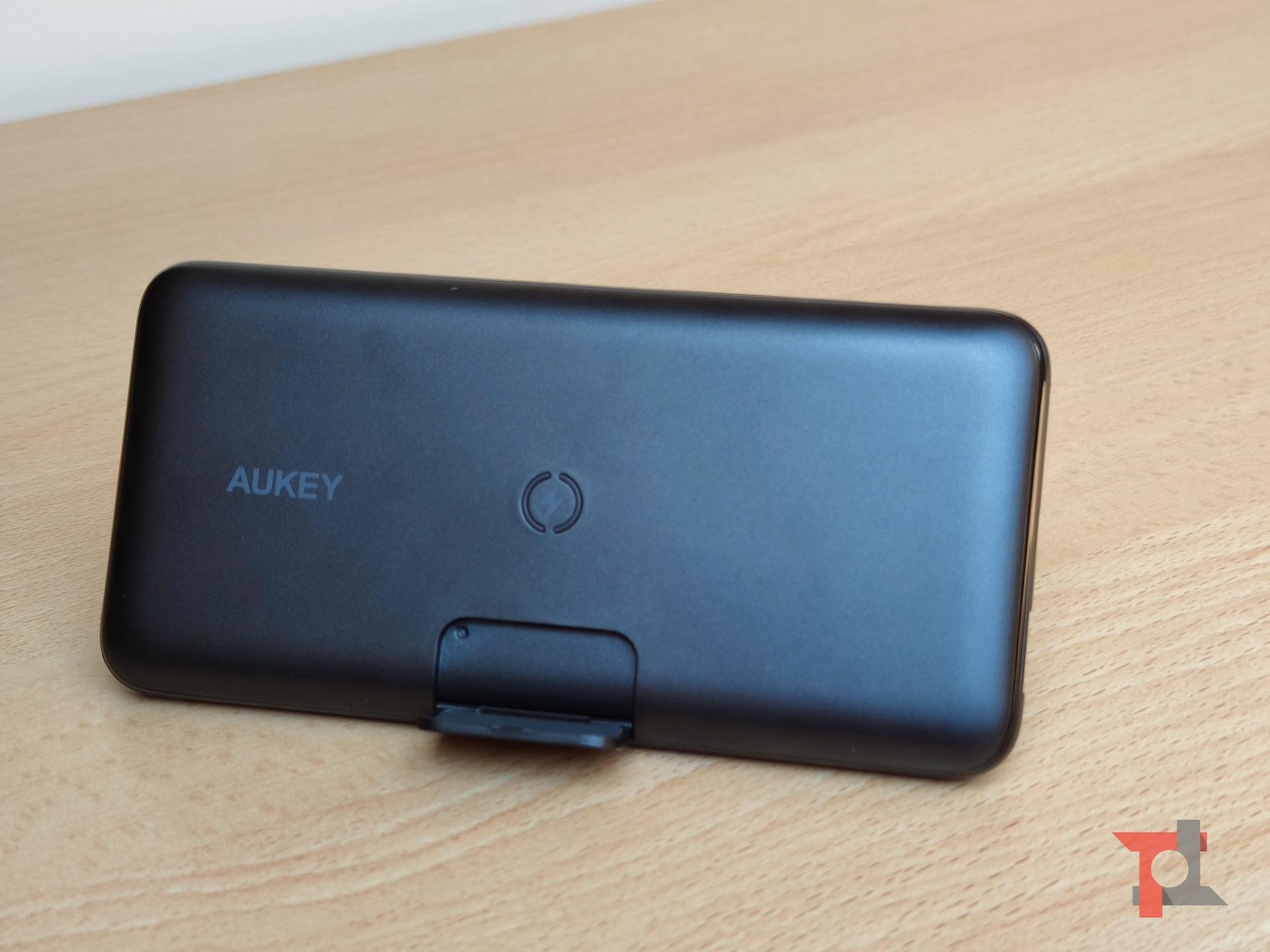 Recensione AUKEY PB-WL02, un power bank wireless polifunzionale 1