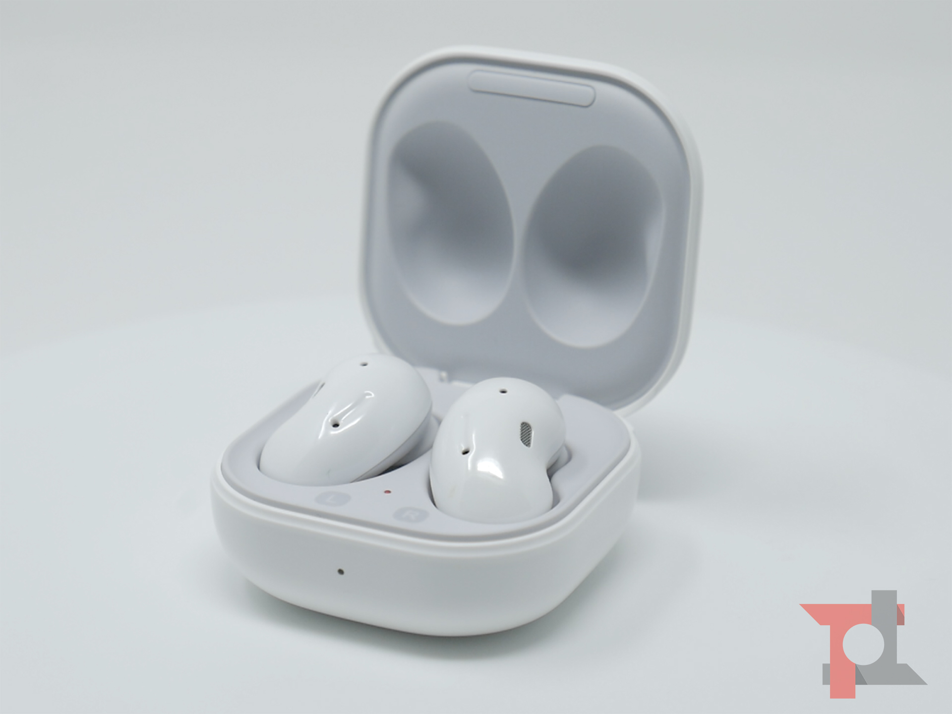 Recensione Samsung Galaxy Buds Live: design open-type promosso 2