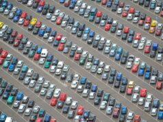 auto parcheggiata Apple copertina