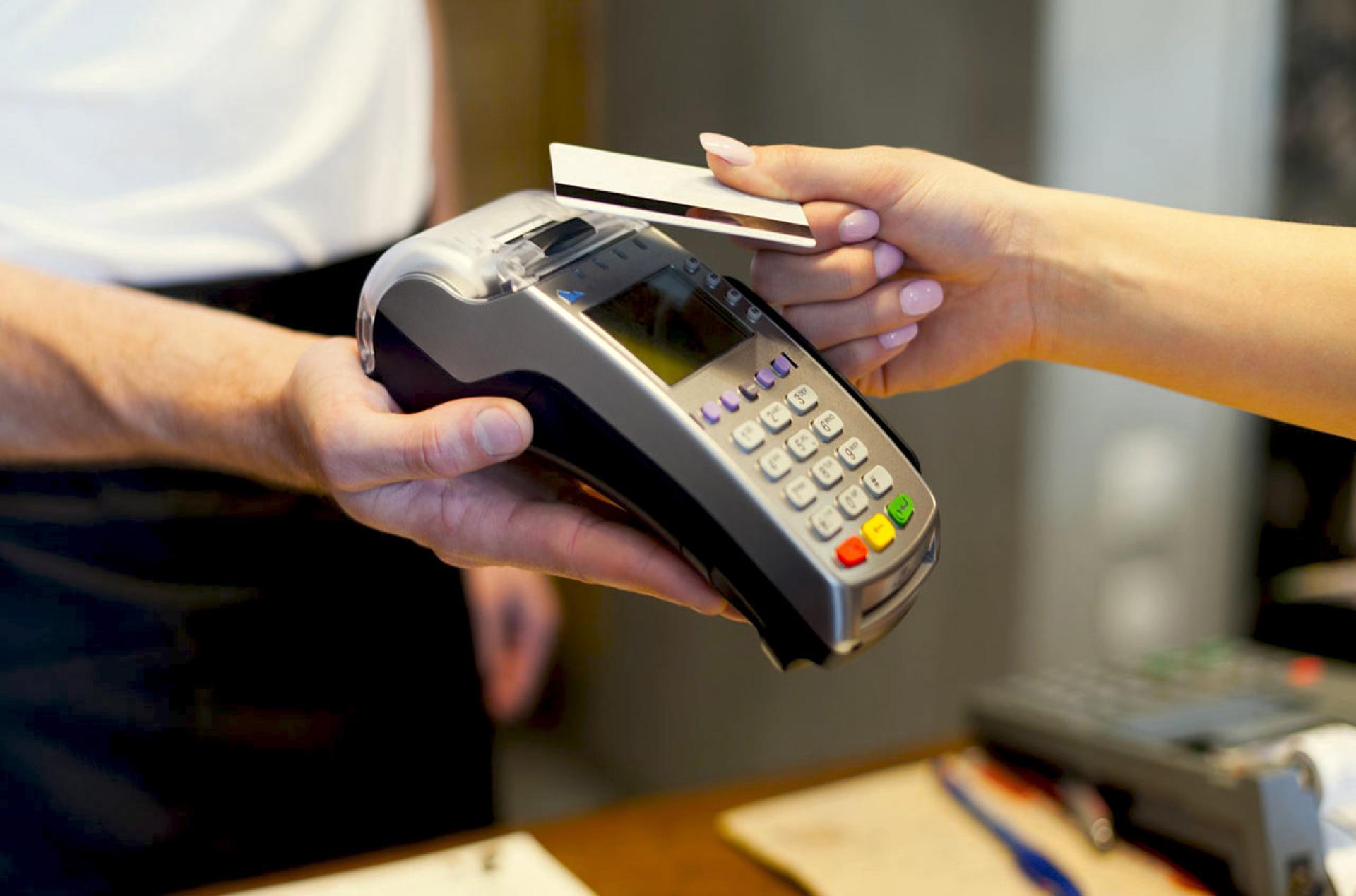Il cashback per gli acquisti con carta partirà a dicembre con una grossa esclusione