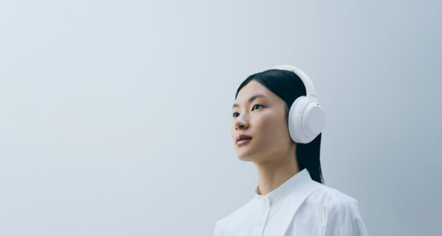 Sony WH-1000XM4 Silent White