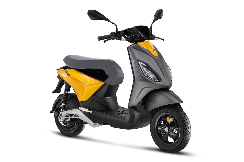 Piaggio ONE è uno scooter elettrico moderno per giovani e non solo 1