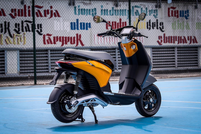 Piaggio ONE è uno scooter elettrico moderno per giovani e non solo 2