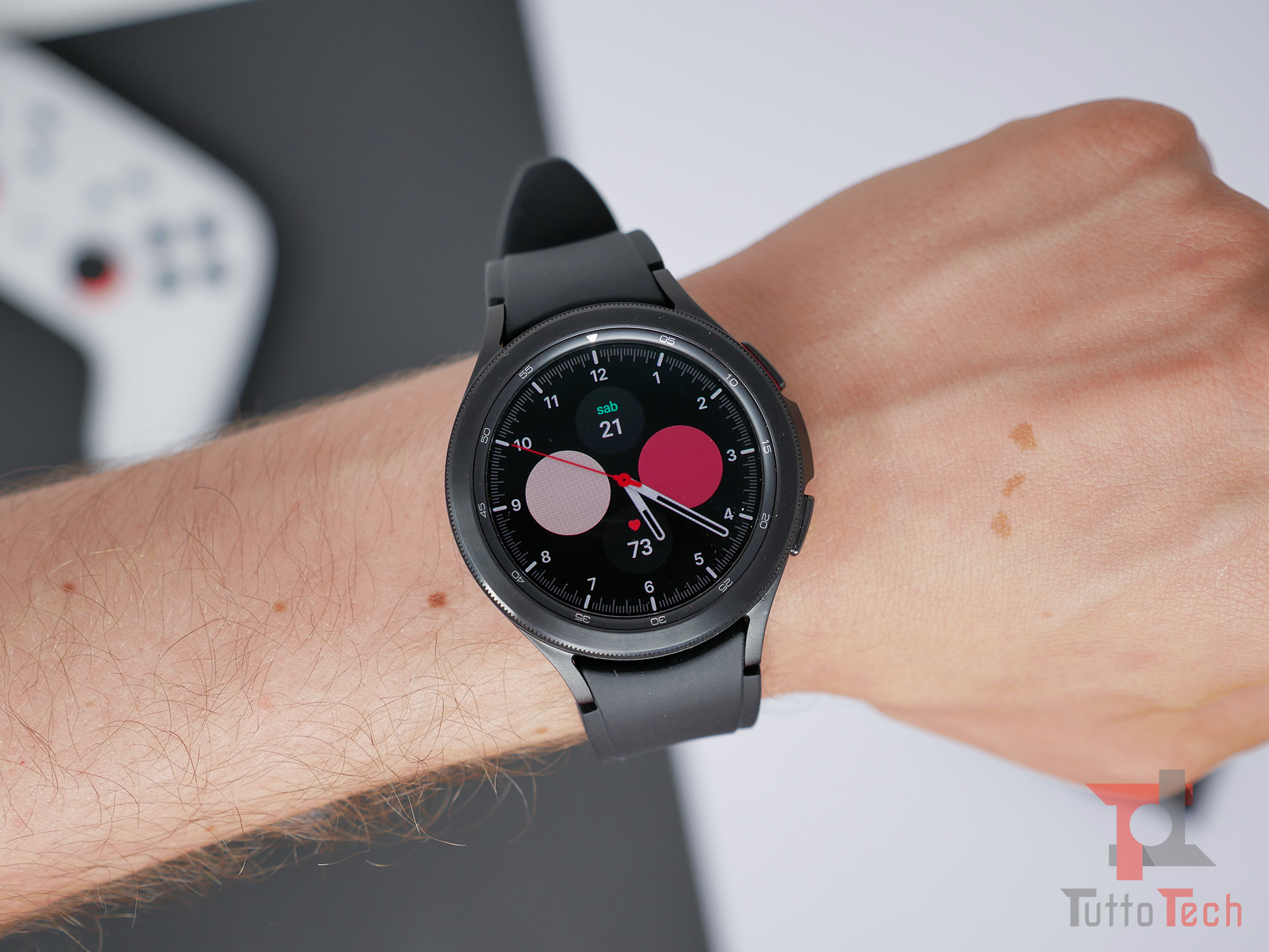 Recensione Samsung Galaxy Watch4 (Classic): nuovi sensori e nuovo OS, sorprende! 6