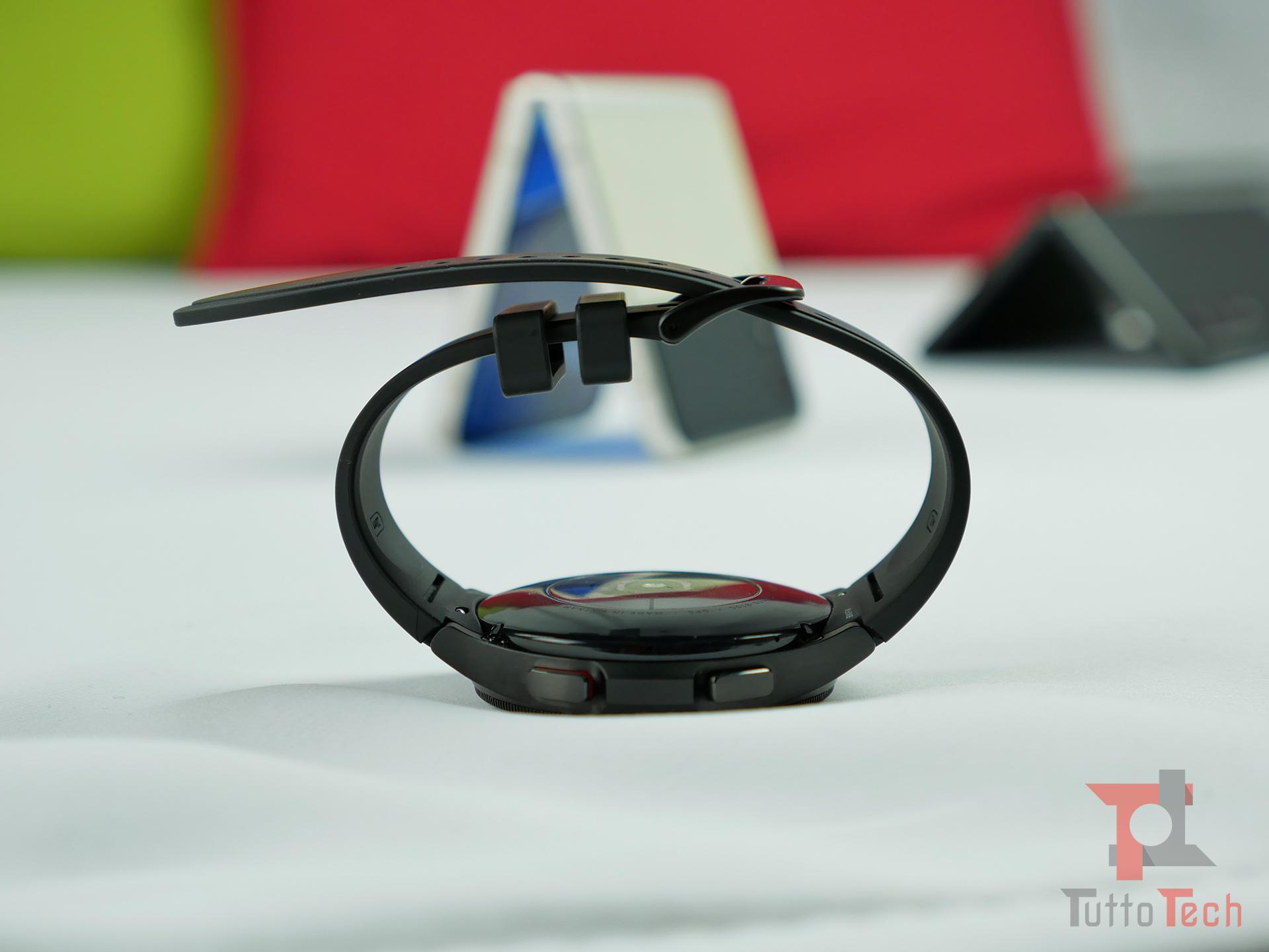 Recensione Samsung Galaxy Watch4 (Classic): nuovi sensori e nuovo OS, sorprende! 1