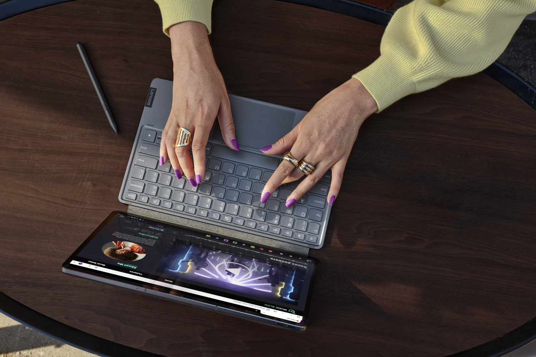 Lenovo svela Yoga Slim 7 Carbon, Slim 7 Pro e Tab P12 Pro